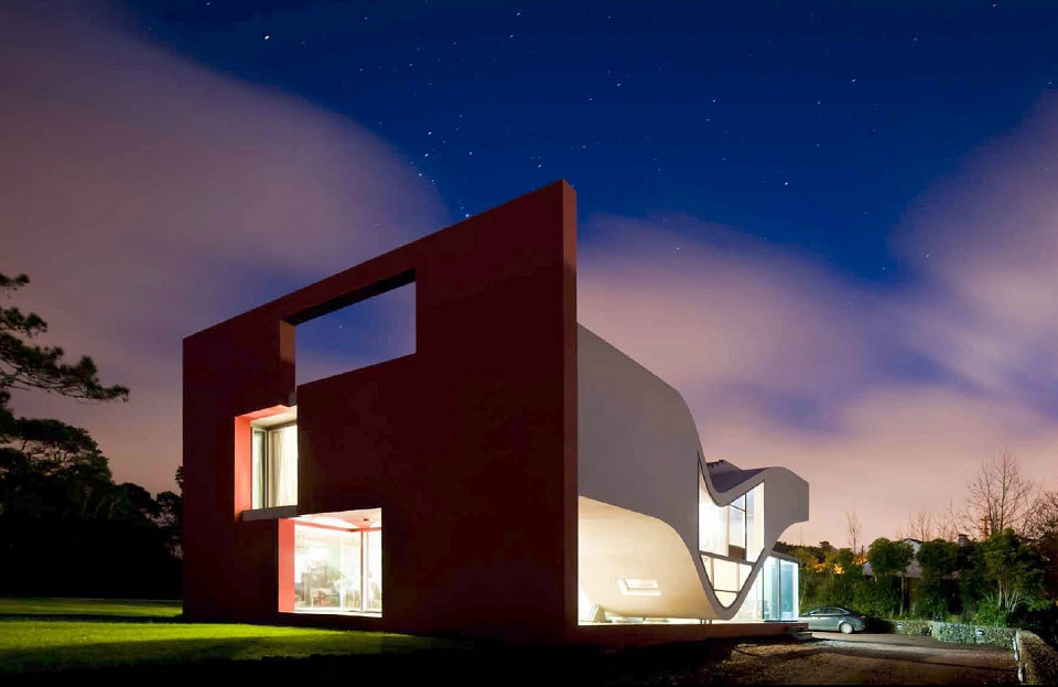 Architecture & Design: Futuristic Houses