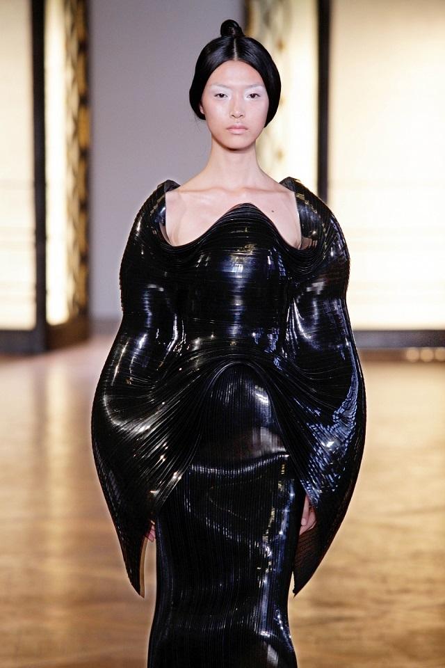 Hybrid Holism Haute Couture - July 2012, Paris Haute Couture Week | Iris van Herpen  Iris van Herpen Haute Couture  iris van herpen hybrid holism haute couture