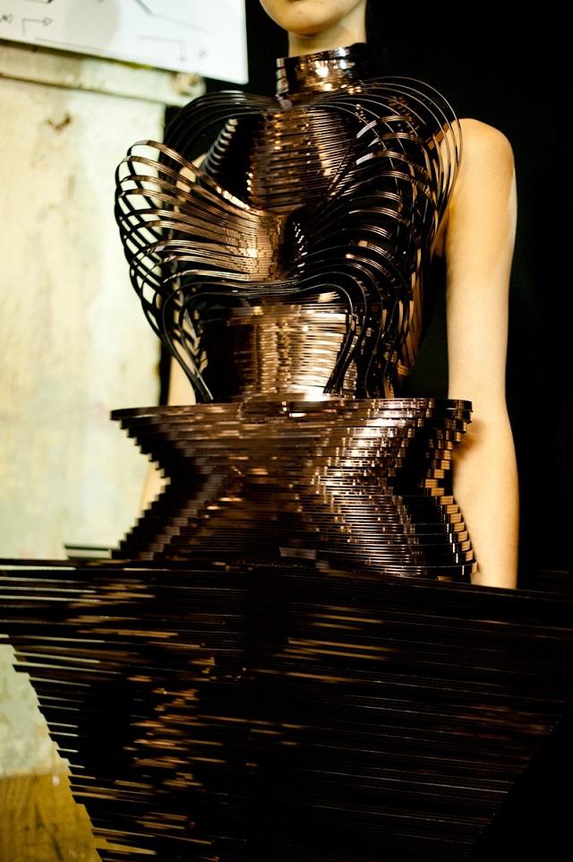 Micro Haute Couture -  January 2012, Paris Haute Couture Week | Iris van Herpen  Iris van Herpen Haute Couture  iris van herpen micro haute couture2