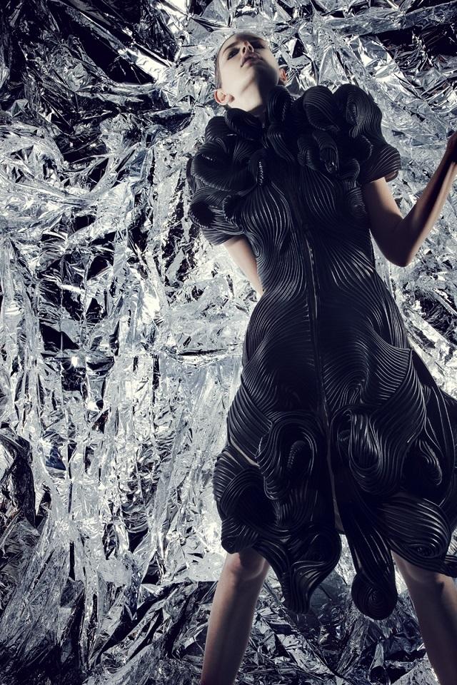 Radiation Invasion - September 2009, London Fashion Week | Iris van Herpen  Iris van Herpen Haute Couture  iris van herpen radiation invasion