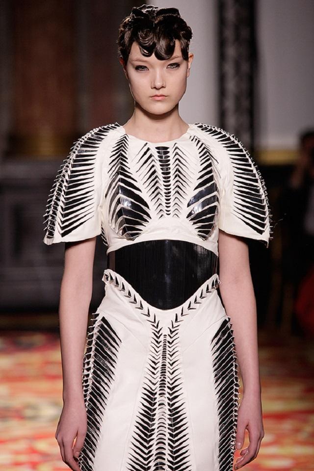 Voltage Haute Couture | Iris van Herpen  Iris van Herpen Haute Couture  iris van herpen voltage haute couture