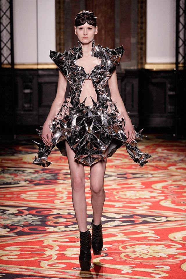 Voltage Haute Couture | Iris van Herpen  Iris van Herpen Haute Couture  iris van herpen voltage haute couture2