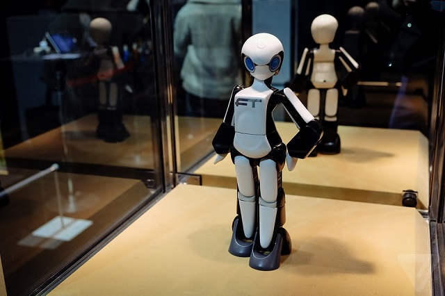 "Tomotaka Takahashi's ""first female robot walking on two legs.""  Best of Tokyo Designers Week Tomotaka Takahashi female robot best of Tokyo Designers Week"