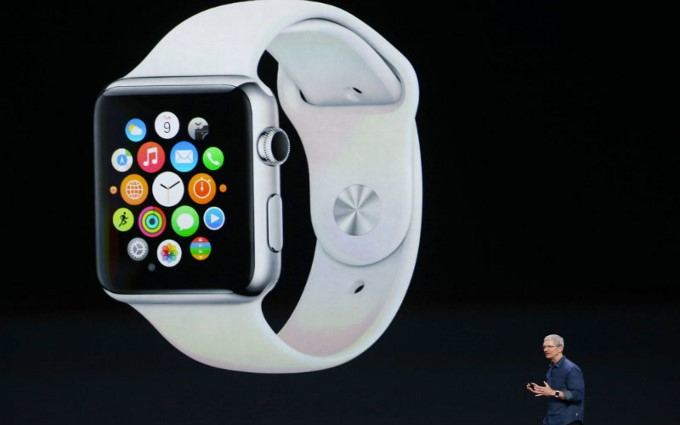 resized_my-design-week-lifestyle-apple-watch-2